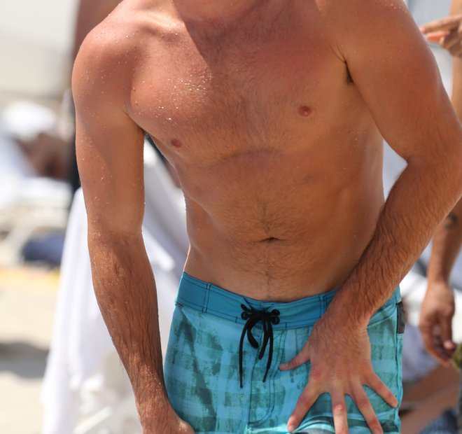 Scott Eastwood na plaži v Miamiju