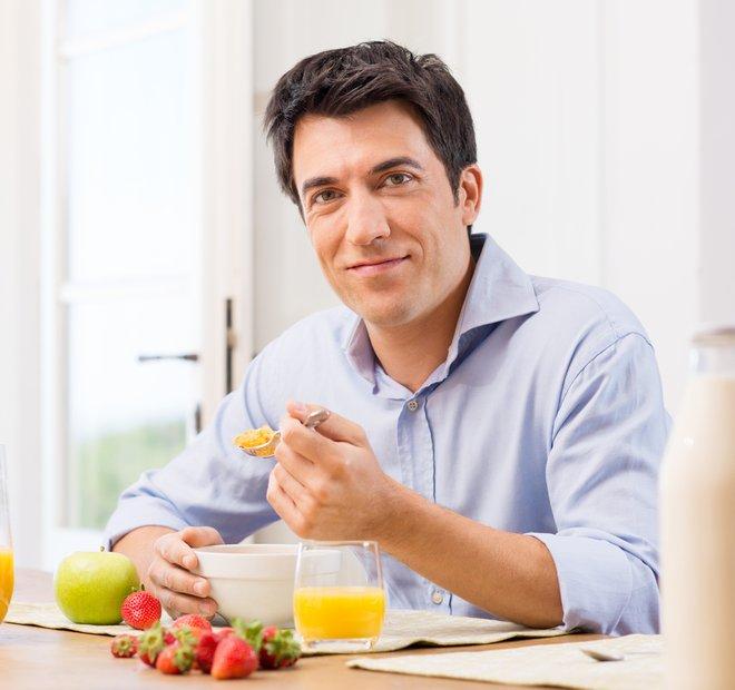 moški je zajtrk
