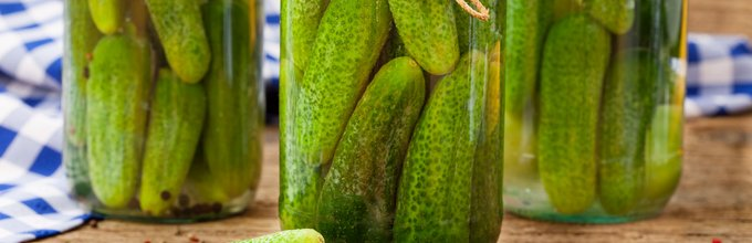 Vložene kumarice v kozarcu