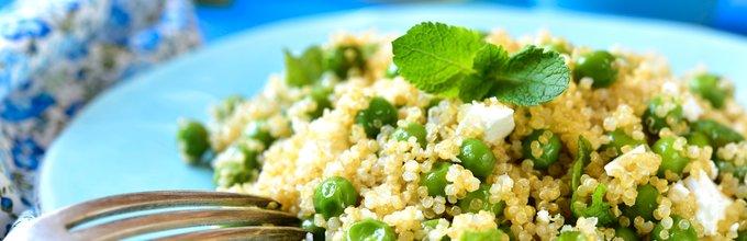 Kvinojina solata z grahom, feto in meto