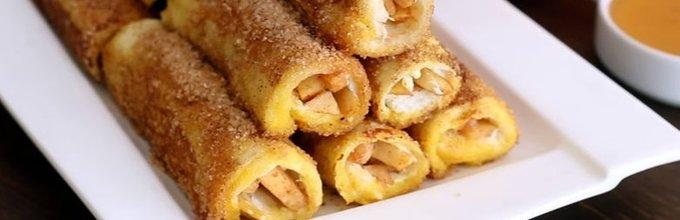 Toast zvitki s kremnim sirčkom in dušenimi jabolki