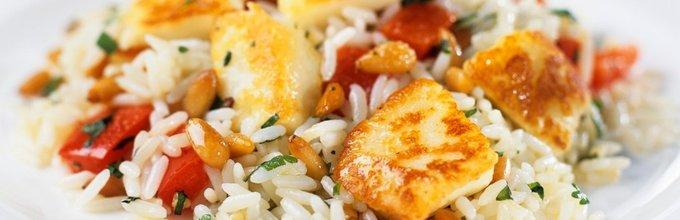 Pražen riž s sirom in češnjevimi paradižniki