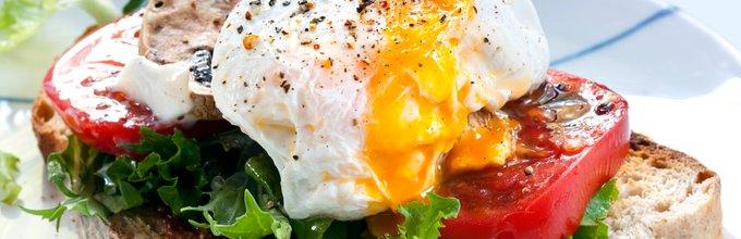 Poširano jajce na sendviču