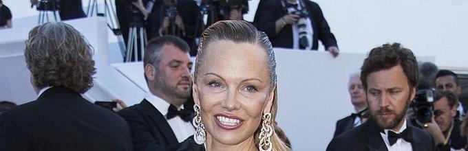 Pamela Anderson v Cannesu - 7