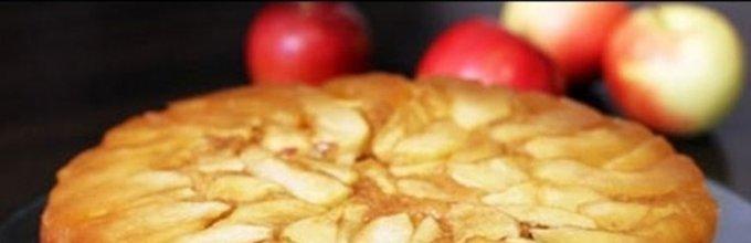 Obrnjen jabolčni kolač s karamelo