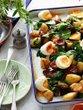 Pečen krompir s klobaso in jajci