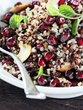 Kvinojina solata z granatnim jabolkom in oreščki