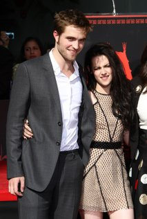 Robert Pattinson in Kristen Stewart