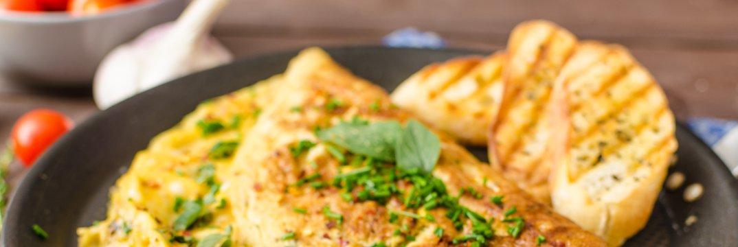 Jajčna omleta z zelišči