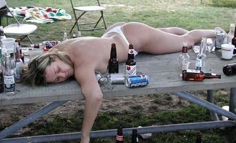 funny-drunk-naked-women