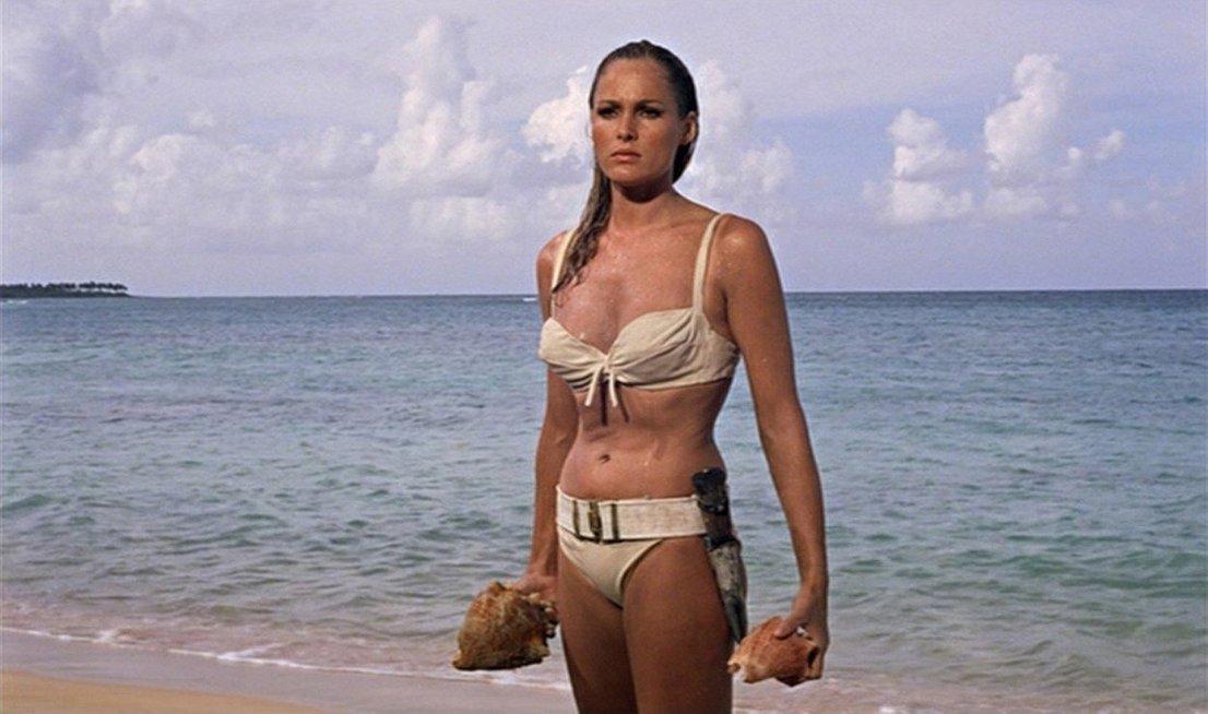 V filmu Dr. No (1962) je Jamesu Bondu (Sean Connery) družbo delala Honey Ryder (Ursula Andress). Ursula je imela 26 let, ko se je pojavila v filmu, prav ta vloga pa ji ni odprla zgolj vrat v svet filma, ampak je za vlogo Honey prejela tudi zlati globus za obetavno igralko. Leta 1967 je kot Vesper Lynd zaigrala še v filmu Casino Royale.