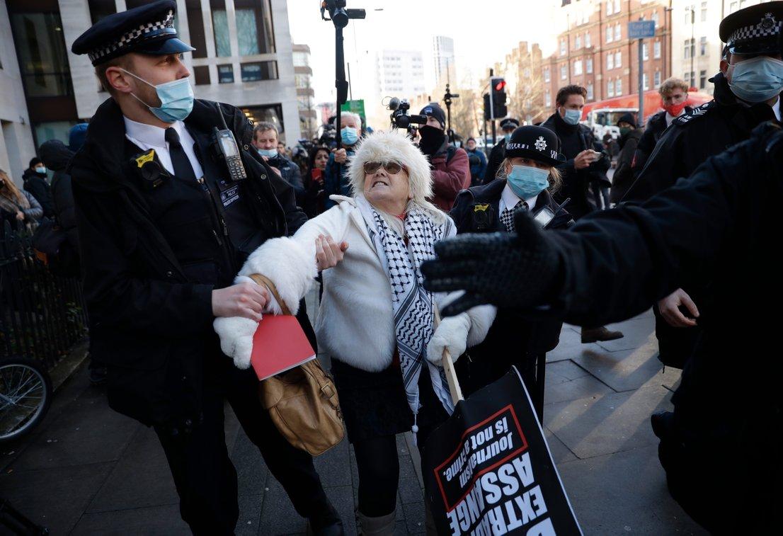 Podporniki Juliana Assangea-4