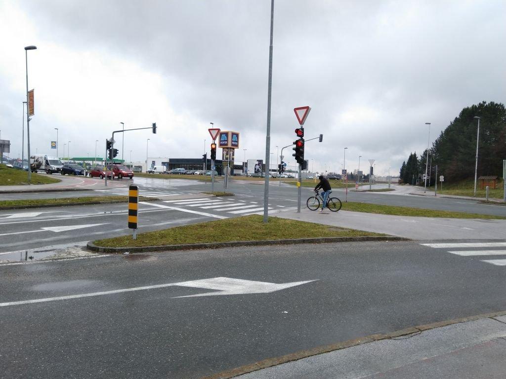 Križišče pri Qlandii bo po delni zapori na Delavskem mostu močno obremenjeno.