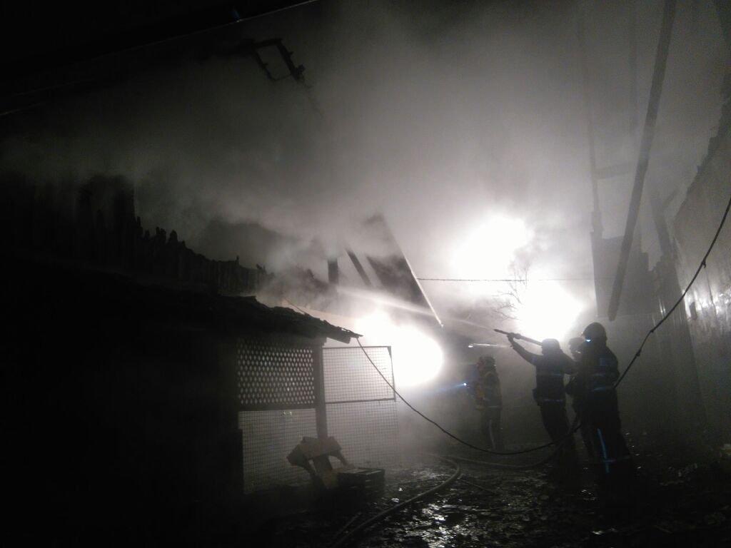 Požar gospodarskih poslopij na območju Velikih Lašč