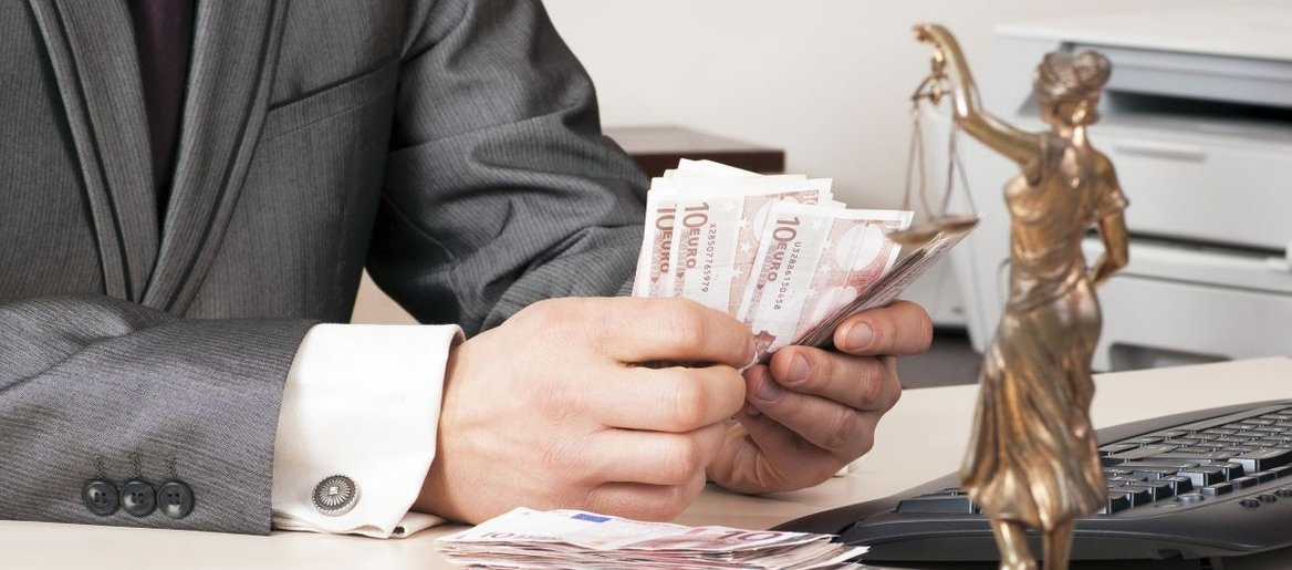 Toliko boste plačali odvetniku ob dedovanju, nakupu nepremičnine ali ob razvezi