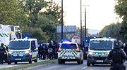 Policisti so poleg fizične sile zaradi obvladovanja upirajočih se oseb in odrivanja množice uporabili ščite, posebno oklepno vozilo (z ograjo), plinski razpršilec, konjenico in službene pse.