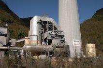 Demontaža Tet se nadaljuje, 360-metrski dimnik ostaja