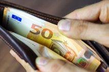 Med masažo starejšemu paru ukradli 180 evrov