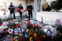 Gasilce obdarili z več kot 1000 lončnicami: 'Česa takega še nismo doživeli'