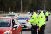 Policija poostreno nadzira omejitev gibanja