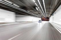 Ceste zaradi pandemije bolj prazne: močan porast voznikov, ki divjajo z več kot 200 kilometri na uro