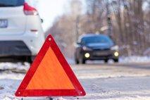 Cesta pri Štorah zaradi nesreče zaprta, 19-letnica hudo poškodovana