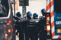 Policisti prekinili večerjo s 110 gosti, lastnika restavracije aretirali