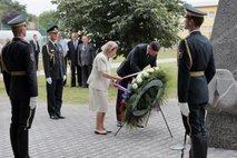 V spomin na žrtve totalitarizma in dva milijona ljudi, ki je sklenilo roke za neodvisnost