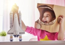 Nekoč so otroci želeli postati astronavti, zdaj pa vlogerji