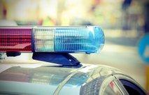 21-letnik s sekiro razbil vrata, vstopil v hišo in pretepel pet ljudi