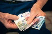Sindikat upokojencev: Ne dva, izredna uskladitev pokojnin naj bo 3,5-odstotna