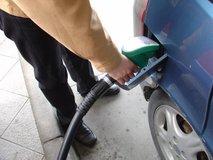 Ceni bencina in dizla ostajata nespremenjeni: en evro za liter