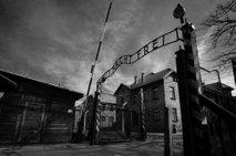 Iz Slovenije v Auschwitz skupno deportiranih več kot 2300 ljudi