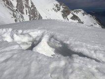 Nad Pripravniško grapo smrtno nevarna snežna razpoka