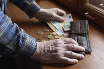 'Pokojnine za 3,2 odstotka gor, vse ostale položnice pa za 30 odstotkov'