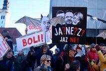 Protestniki poslance SMC in DeSUS pozivali k vnovičnemu premisleku o koaliciji s SDS