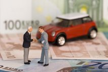 Zaradi epidemije so se številni Slovenci odpovedali dopustu, nakupu avtomobila ...