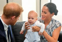 Meghan in Harry: Z lahkoto bosta zaslužila prvo milijardo