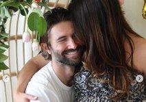 Brandon Jenner se je zaročil z visoko nosečo Cayley Stoker