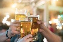Gostince skrbi, da bodo namesto alkohola, ki je vzrok za četrtino smrtnih nesreč, ponujali sok