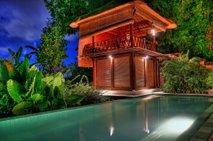 Si predstavljate počitnice v vili z bazenom?
