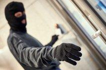 Ropar v ljubljanski Šiški grozil prodajalki in odtujil nekaj sto evrov