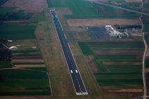 Kitajci zaradi letališča Maribor tožijo državo za več kot dva milijona evrov