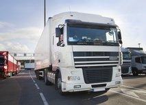 EU bi v tovornjake vgradila pametne tahografe, pa je to res rešitev za poklicne voznike?