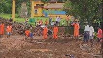 Obsežne poplave, porušene stavbe, plazovi, ki odnašajo domove: umrlo več kot 120 ljudi