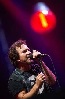 Pearl Jam in Guns N' Roses med dobitniki državnih posojil zaradi covida-19