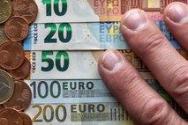 Kljub visoki plači vam v primeru brezposelnosti pripada le okoli 600 evrov neto nadomestila
