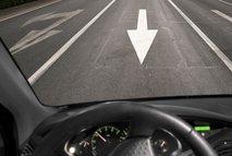 Starejši voznik na gorenjski avtocesti vozil v napačno smer