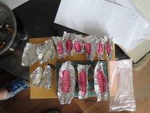 Policisti 32-letnika zalotili kar med preprodajo prepovedanih drog