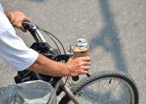 S 4,10 promila alkohola sedel na kolo in se poškodoval